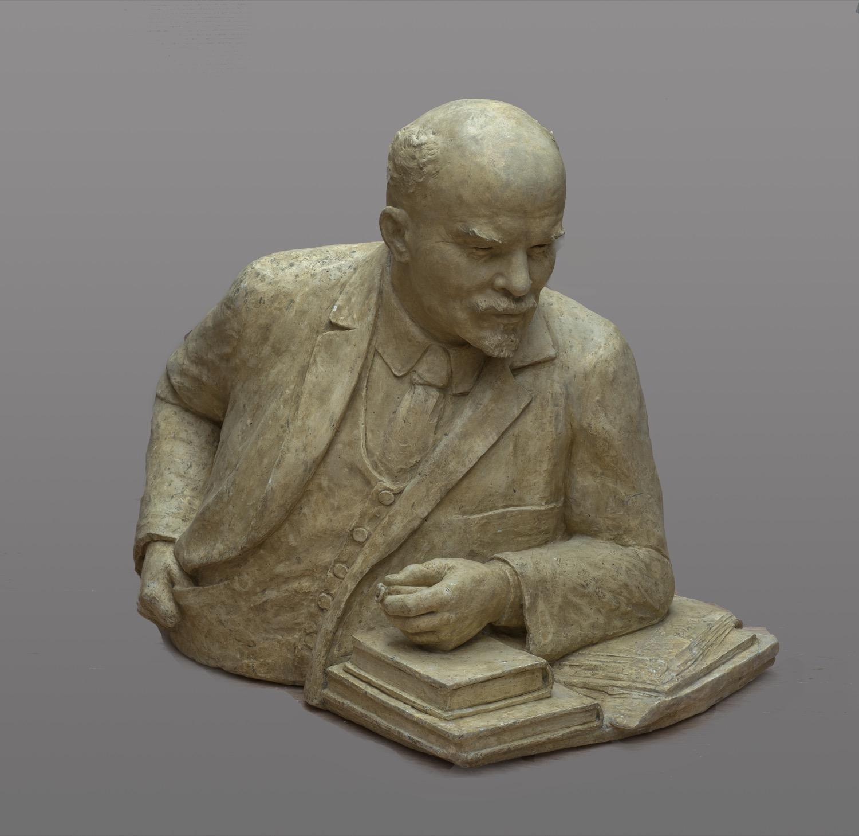 """Скульптура """"В.И. Ленин"""""""
