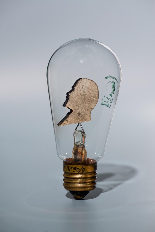 Лампа электрическая с изображением В.И. Ленина
