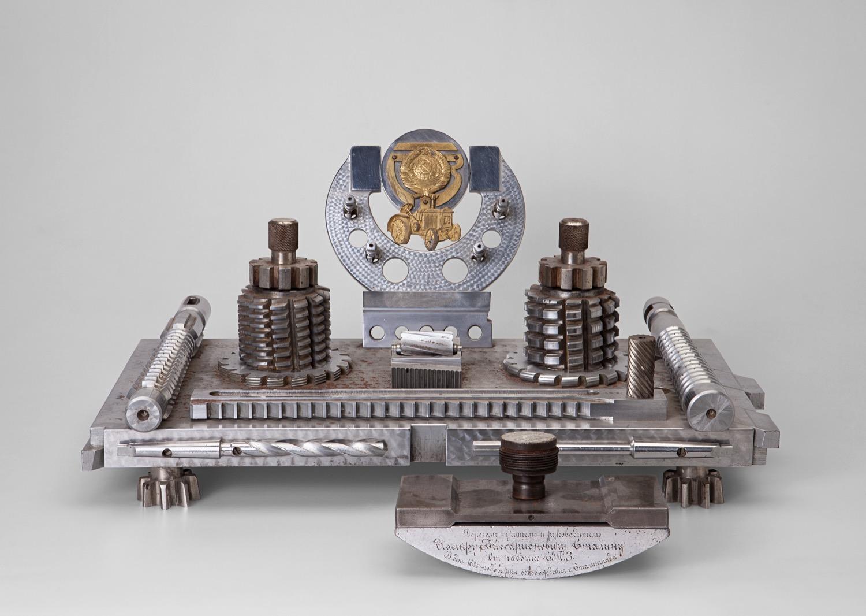 Письменный прибор, подаренный И.В. Сталину рабочими Сталинградского тракторного завода в честь 15-летия обороны Царицына