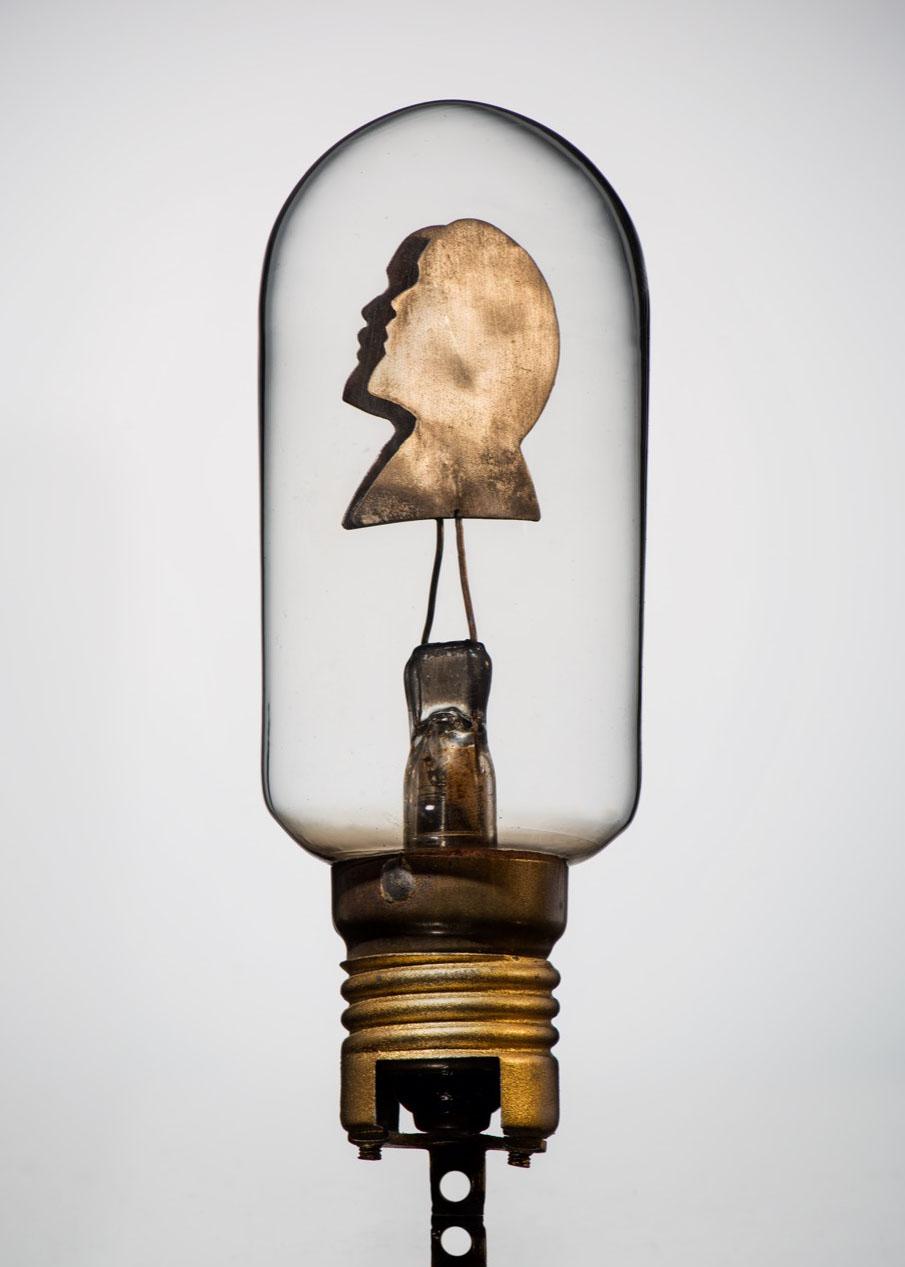 Лампа электрическая, трамвайная с изображением В.И. Ленина